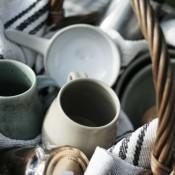 Jane Follett Pottery Plain Picnic Basket Lifestyle01